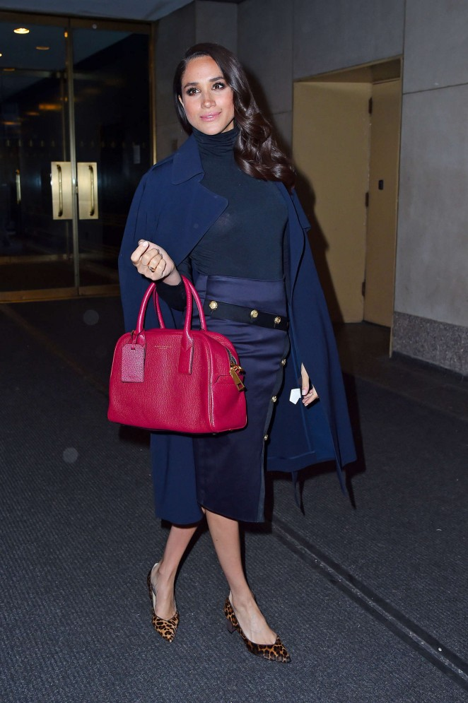 Meghan Markle wearing the Marc Jacobs 'Gotham' Bauletto Tote