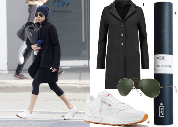 Meghan steps out in the Toronto chill, heads to yoga class