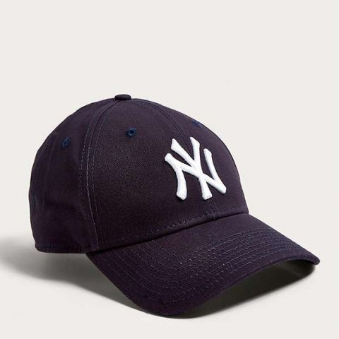 New Era 9FORTY NY Yankees Navy Baseball Cap as seen on Meghan Markle