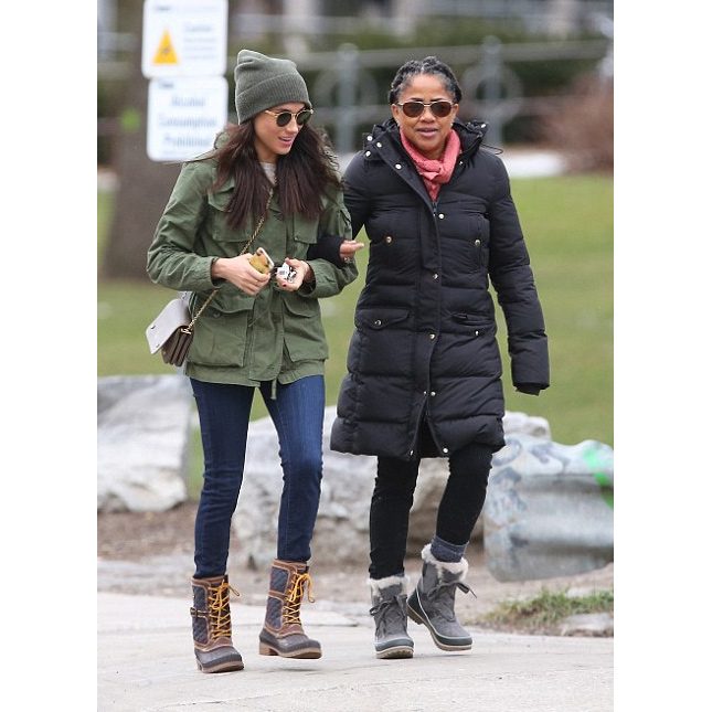 Meghan and her mother Doria head to lunch at Fresh restaurant in Toronto on 27 December, 2016.
