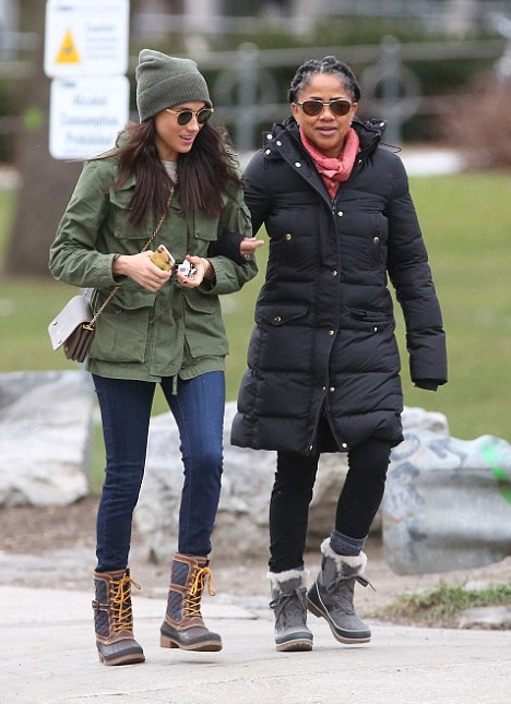 Meghan Markle and mum Doria heading to Fresh restaurant in Toronto on December 27, 2016.