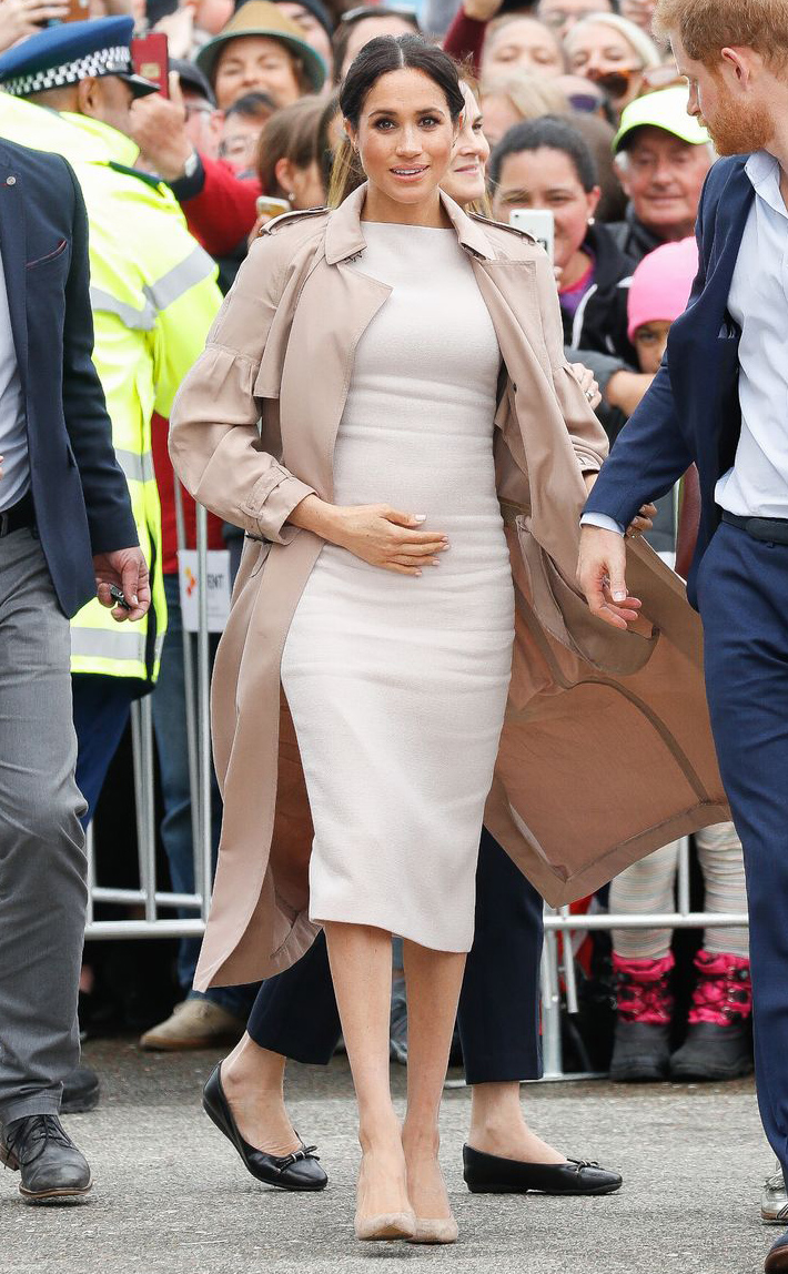 Meghan, Duchess of Sussex holds her baby bump during a walkabout on October 30, 2018 in Auckland, New Zealand.