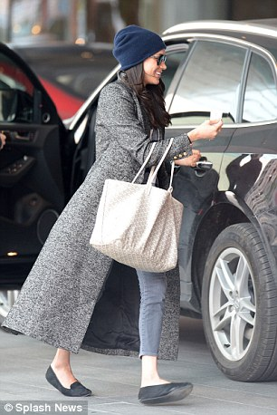 b42e6dc7183 Meghan Markle with her Goyard tote in Toronto