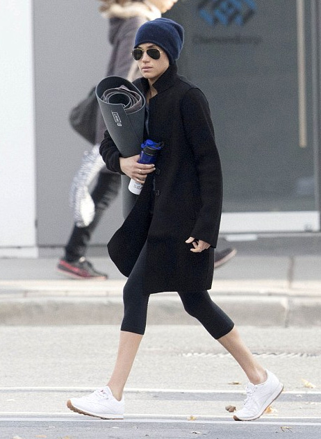 4e865cc3c07 Beanie hat detail  Meghan Markle at Heartcore fitness in Kensington with a  Royal Protection Officer. NEXT PREV. Ray-Ban Original Aviator Sunglasses ...