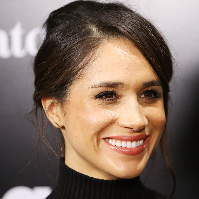 Meghan Markle wearing Birks Gold Bar Earrings to an event in 2016.
